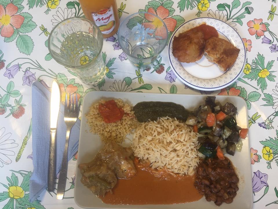 Blandad mat och mangodryck (69:- + 15:-)